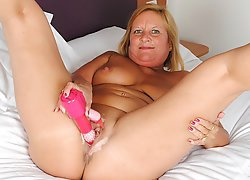 Hot British housewife loves her dildo