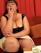 Mature on her hands and knees has cock in her ass and in her mouth at the same time