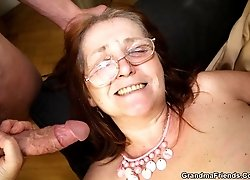The guys double team the sexy mature business babe and her pussy loves that sex