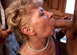 Gorgeous mature slut gets her cunt banged from behind