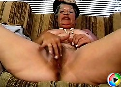 Filthy granny Lola gets fantastic facial