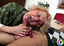 His mature blonde lover gives thanks for returning her phone by sucking and fucking with him