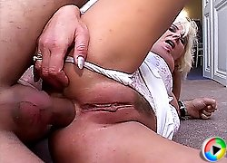 busty mom loves deep anal